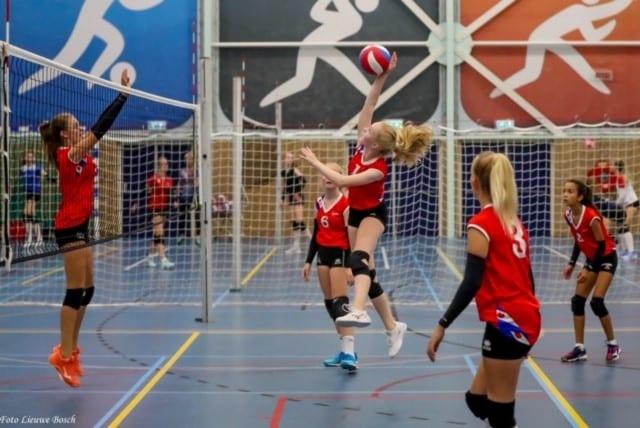 Volleybalclub Sneek haalt mooi bedrag op
